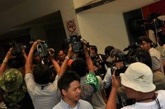 Banguecoque/Tailândia - 08 05 2013: O bloco amarelo das camisas e ocupa Lumphini Fotografia de Stock