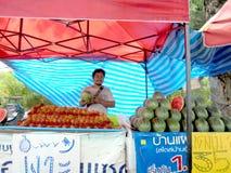 Banguecoque-Tailândia: Os frutos param em toda parte em Tailândia Foto de Stock Royalty Free