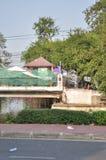 Banguecoque/Tailândia - 12 02 2013: Os protestadores tumultuam e tomam o QG metropolitano da casa da polícia Imagem de Stock Royalty Free