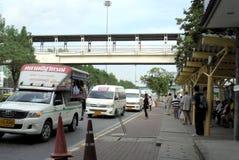 Banguecoque-Tailândia: Parada do ônibus e espera Fotografia de Stock Royalty Free