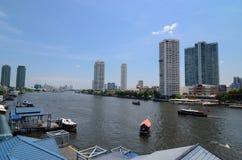 Banguecoque Tailândia: Rio e cidade Fotografia de Stock Royalty Free