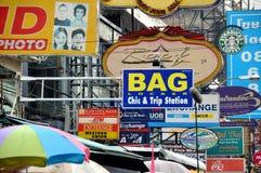 Banguecoque, Tailândia: Sinais de estrada de Khao San Foto de Stock