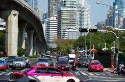 Banguecoque, Tailândia: Tráfego de estrada de Silom Imagem de Stock