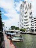 Banguecoque-Tailândia: Um dia em julho Condições do tráfego de água no Imagens de Stock Royalty Free