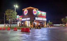 BANGUECOQUE, TAILÂNDIA - 19 DE DEZEMBRO: Fast food local res de Burger King Imagens de Stock