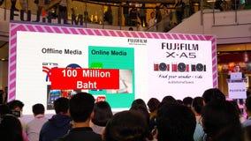 BANGUECOQUE, TAILÂNDIA - 20 DE FEVEREIRO DE 2018: Revele o evento de Fujifilm fotografia de stock royalty free