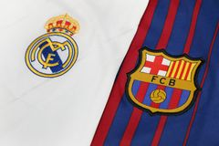 BANGUECOQUE, TAILÂNDIA - 13 DE JULHO: Logotipo real de Madris e de Barcelona em FO Fotografia de Stock Royalty Free