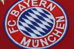 BANGUECOQUE, TAILÂNDIA - 13 DE JULHO: O logotipo de Bayern Munich em Footb Imagens de Stock