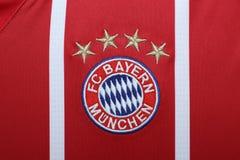 BANGUECOQUE, TAILÂNDIA - 13 DE JULHO: O logotipo de Bayern Munich em Footb Fotografia de Stock Royalty Free