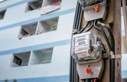 BANGUECOQUE, TAILÂNDIA - 22 DE MAIO: O medidor elétrico número 7203117 da autoridade elétrica metropolitana opera duro em um dia  fotografia de stock