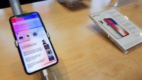 BANGUECOQUE, TAILÂNDIA - 25 DE NOVEMBRO DE 2017: o iPhone X está mostrando em está fotografia de stock royalty free