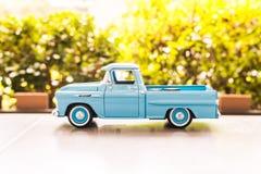 BANGUECOQUE, TAILÂNDIA - 16 DE OUTUBRO DE 2017: Modelo do brinquedo do carro com borrão background2017 exterior Imagens de Stock