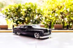 BANGUECOQUE, TAILÂNDIA - OUTUBRO 16,2017: Modelo do brinquedo do carro com fundo exterior do borrão Fotografia de Stock