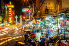 Banguecoque, Tailândia - 25 de setembro: Uma vista da cidade de China em Banguecoque, Tailândia Vendedores ambulantes, pedestres  Imagens de Stock