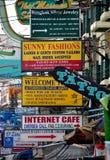 Banguecoque, Tailândia: Sinais de estrada de Khao San Fotos de Stock