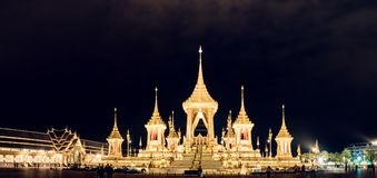 Banguecoque, Thailalnd em novembro de 2017: Opinião de ângulo larga da construção fotografia de stock royalty free