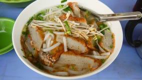 Banh canh - en sort av den vietnamesiska nudeln Arkivbild