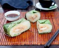 Banh chung, παραδοσιακό παρόν για το σεληνιακό νέο έτος, βιετναμέζικο πιάτο στοκ εικόνες