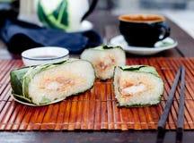Banh chung, παραδοσιακό παρόν για το σεληνιακό νέο έτος, βιετναμέζικο πιάτο στοκ εικόνα