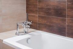 Banheira com torneira do estilo antigo Imagem de Stock