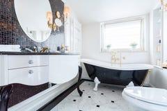 Banheiro barroco preto e branco Fotografia de Stock Royalty Free