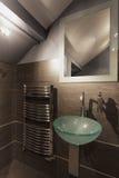 Banheiro bege confortável fotos de stock