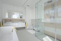 Banheiro brilhante imagem de stock royalty free