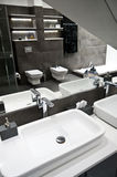 Banheiro cinzento imagem de stock