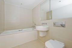 Banheiro com dispositivos modernos Foto de Stock Royalty Free