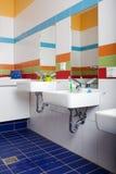 Banheiro com dissipadores Fotos de Stock Royalty Free