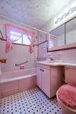 Banheiro cor-de-rosa do vintage Fotos de Stock Royalty Free