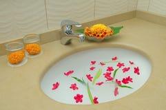 Banheiro da decoração no hotel Fotos de Stock Royalty Free