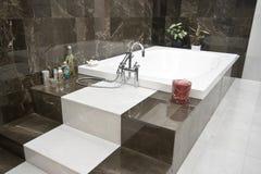 Banheiro de Ñomfortable imagem de stock royalty free