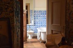 Banheiro denominado velho Fotos de Stock Royalty Free