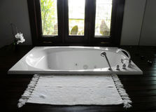 Banheiro do hotel de recurso luxuoso Imagem de Stock