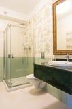 Banheiro do hotel do estilo Imagens de Stock Royalty Free