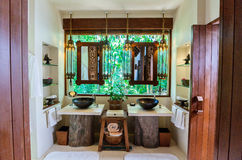 Banheiro do recurso luxuoso fotografia de stock