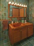 Banheiro do Teak no verde fotografia de stock