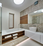 Banheiro em um estilo moderno fotografia de stock