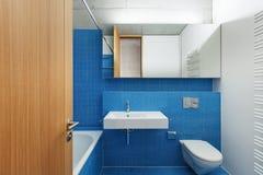 Banheiro interior, azul Foto de Stock Royalty Free