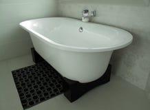 Banheiro interior com banho moderno Foto de Stock Royalty Free