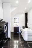 Banheiro limpo moderno Imagem de Stock Royalty Free