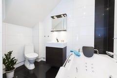 Banheiro limpo moderno Fotografia de Stock
