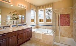 Banheiro mestre home residencial imagens de stock