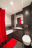 Banheiro moderno com dissipador e wc Imagens de Stock Royalty Free