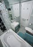 Banheiro moderno pequeno Fotos de Stock