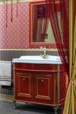 Banheiro no vermelho Imagem de Stock Royalty Free