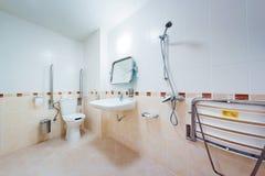 Banheiro para povos com inabilidades Foto de Stock Royalty Free