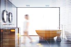 Banheiro preto da telha, cuba de madeira e dissipador tonificados Imagem de Stock