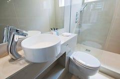 Banheiro ultra moderno imagem de stock royalty free